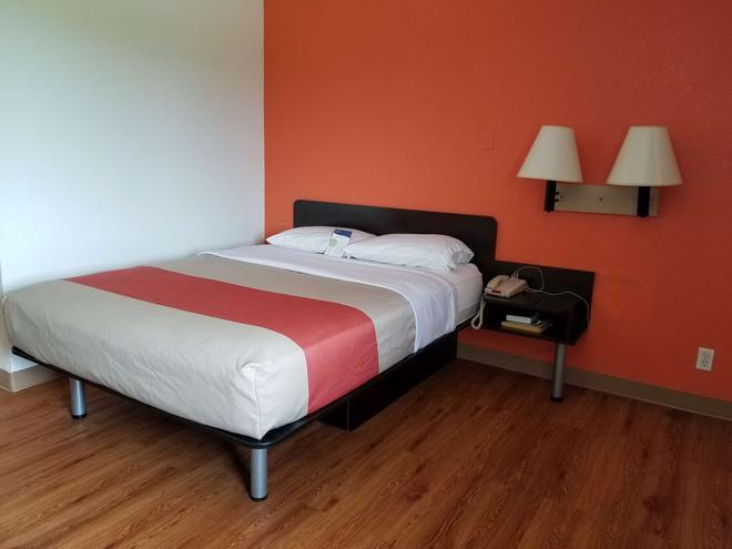 Motel 6 Normal Bloomington Area - Bloomington - Bedroom