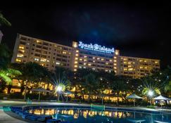 Jpark Island Resort & Waterpark - לאפו-לאפו סיטי - בניין