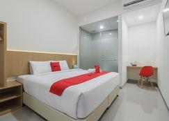 RedDoorz Near Mall Ska Pekanbaru - Pekanbaru - Bedroom