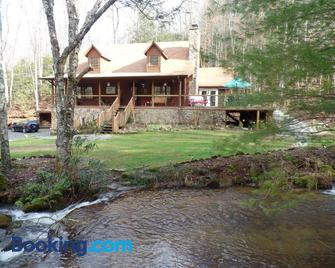 Creekside Paradise Bed and Breakfast - Robbinsville - Building