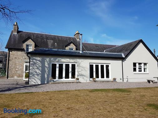 Loch Ness Guest House - Fort Augustus - Building