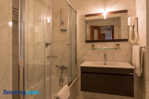 Pao de Acucar Hotel - Porto - Bathroom