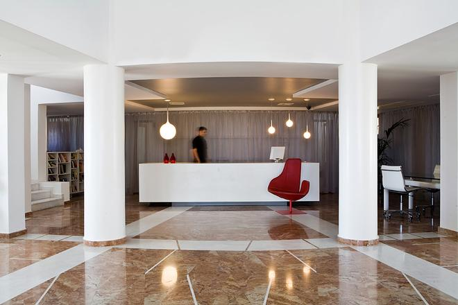 The Majestic Hotel - Thera - Front desk