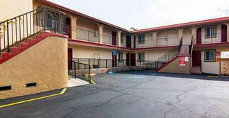 Econo Lodge Long Beach I-405 - Long Beach - Edificio