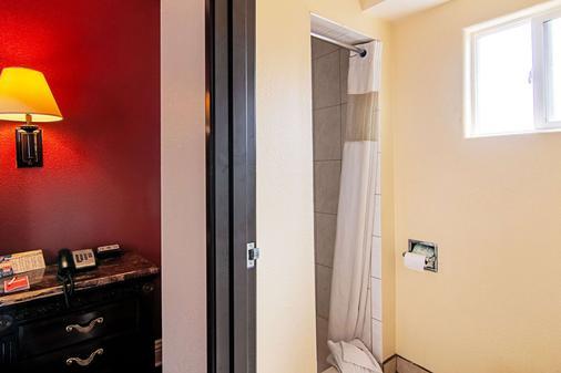 Econo Lodge - Λονγκ Μπιτς - Μπάνιο