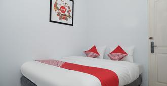 OYO 682 Ceria Homestay Syariah - Semarang - Bedroom