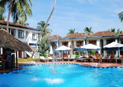 桑塔納沙灘度假村 - 坎多林 - 坎多林 - 游泳池