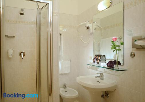 Best Western Hotel Rome Airport - Fiumicino - Bathroom