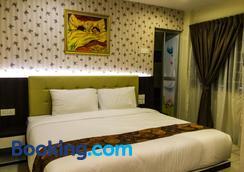Louis Hotel - Taiping - Bedroom