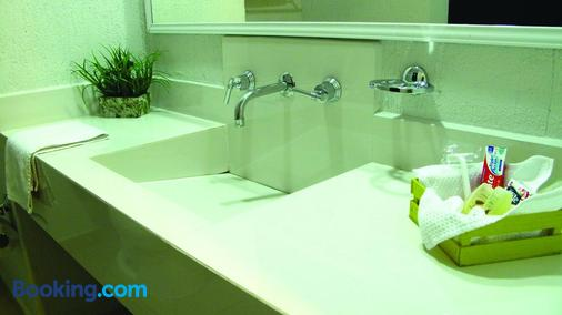 RS Suites Hotel - Tuxtla Gutiérrez - Bathroom