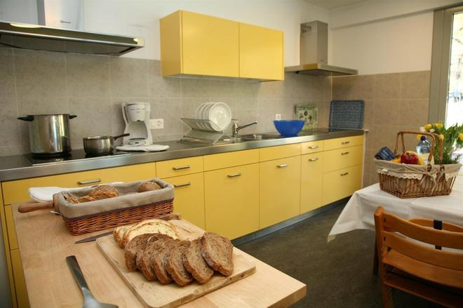 Youth Hostel Lugano Savosa - Lugano - Kitchen