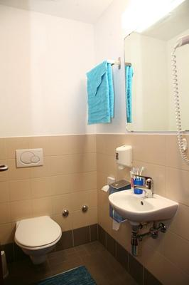 Youth Hostel Lugano Savosa - Lugano - Bathroom