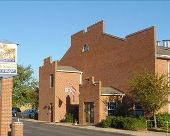Nauvoo Family Inn and Suites - Nauvoo - Building