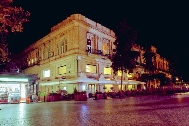 Bristol Hotel Baku - Baku - Building