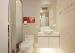 Golden Hotel - Banqiao District - Bathroom