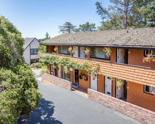 Clarion Collection - Carmel-by-the-Sea - Building
