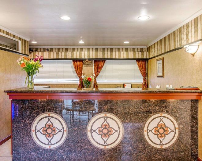 Clarion Collection - Carmel-by-the-Sea - Front desk