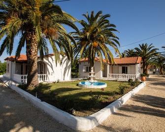 Paradise Village - Roda - Building