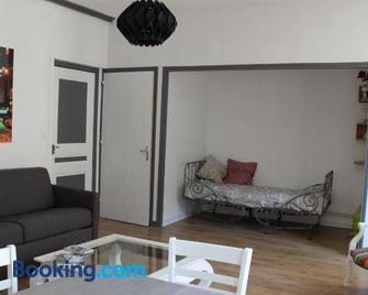 La comédie - Лонс-ле-Соньє - Living room