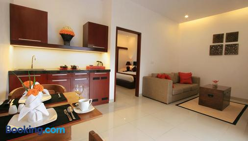 Kamar Kamar Rumah Tamu - Boutique Hotel - Kuta - Living room