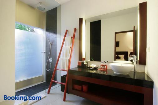 Kamar Kamar Rumah Tamu - Boutique Hotel - Kuta - Bathroom