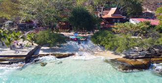 Banthai Sangthian - Ko Samet - Outdoors view