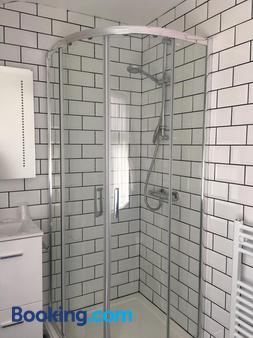 Happy Return Hotel - Blackpool - Bathroom