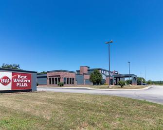 Best Western Plus Portage Hotel & Suites - Portage - Building