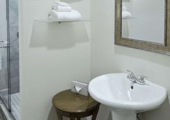 Rodeway Inn & Suites - San Francisco - Phòng tắm