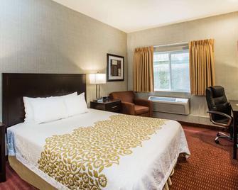 Days Inn by Wyndham Seattle Aurora - Shoreline - Schlafzimmer