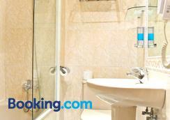 Hostal Toledo - Toledo - Bathroom