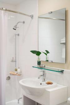 Gardens Suites Hotel by Affinia - New York - Bathroom