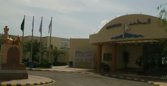 Yanbu Arac Resort - Families Only - Янбо