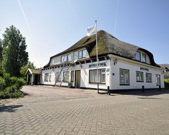 Hotel Op Diek - Den Hoorn - Building