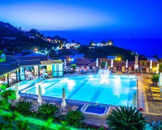 Sea View Village - Studios & Apartments - Vasilikos - Pool