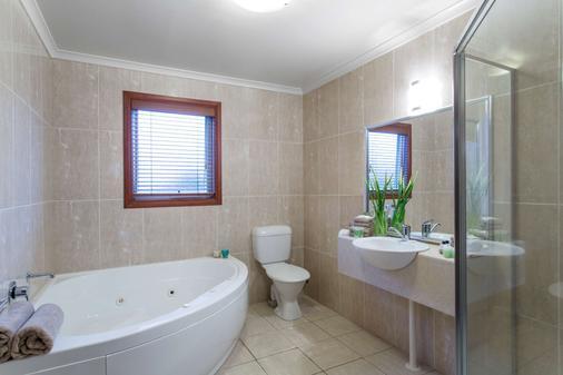 Best Western Colonial Village Motel - Warrnambool - Bathroom