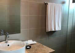 Tamu Hotel & Suites Kuala Lumpur - Kuala Lumpur - Phòng tắm