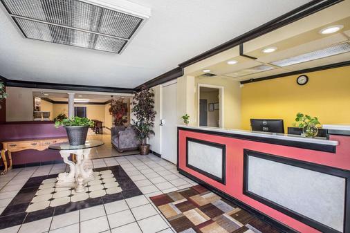 Rodeway Inn Expo Center - Spartanburg - Front desk