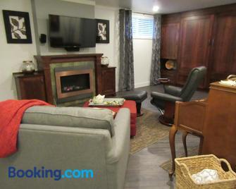 Studioone Pebble Beach - Powell River - Living room