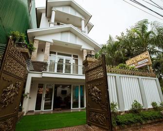 Tuyet Suong Villa Hotel - Quang Ngai - Building