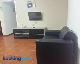 Maravilhoso Apartamento A Beira Mar - Жабуатан-дус-Гуарарапіс - Living room
