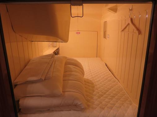 Oak Hostel Cabin - Tokyo - Bedroom