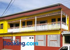 Casa Caribe, Full Apartments & Private Rooms - 利蒙港 - 建築