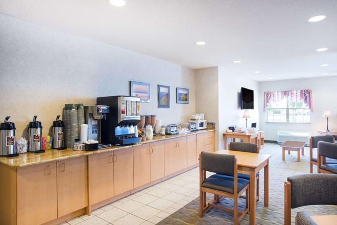 Microtel Inn & Suites by Wyndham Plattsburgh - Plattsburgh - Μπουφές