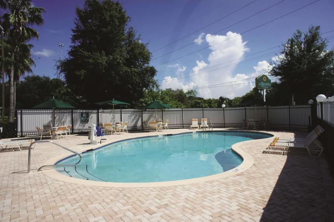 La Quinta Inn & Suites by Wyndham Tampa Brandon West - Tampa - Uima-allas