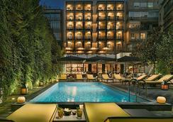 H10 大都會酒店 - 巴塞隆拿 - 巴塞隆納 - 游泳池