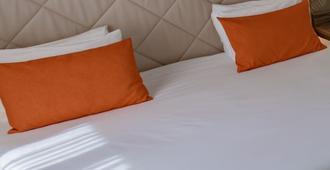 Hotel Continental - אנז'ה