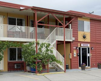 The Maple Leaf Motel Inn Towne - Oliver - Gebouw