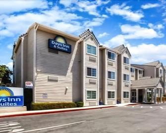 Days Inn & Suites by Wyndham Antioch - Antioch - Building