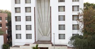 Hotel Sagar Plaza - Pune - Building